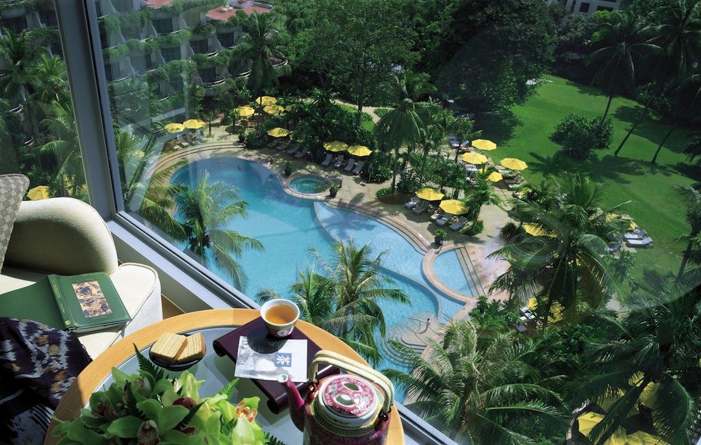 Der Blick auf den eleganten Pool von einem Horizon Club Zimmer