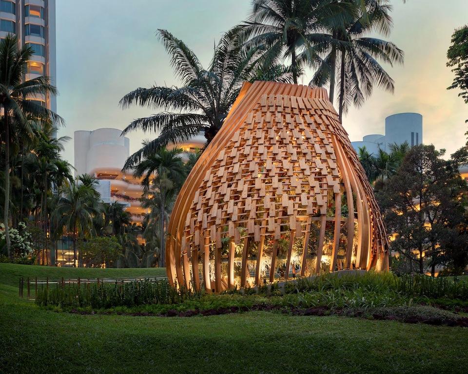 Das Luxushotel Shangri-La befindet sich im Grünen; inmitten von Singapu
