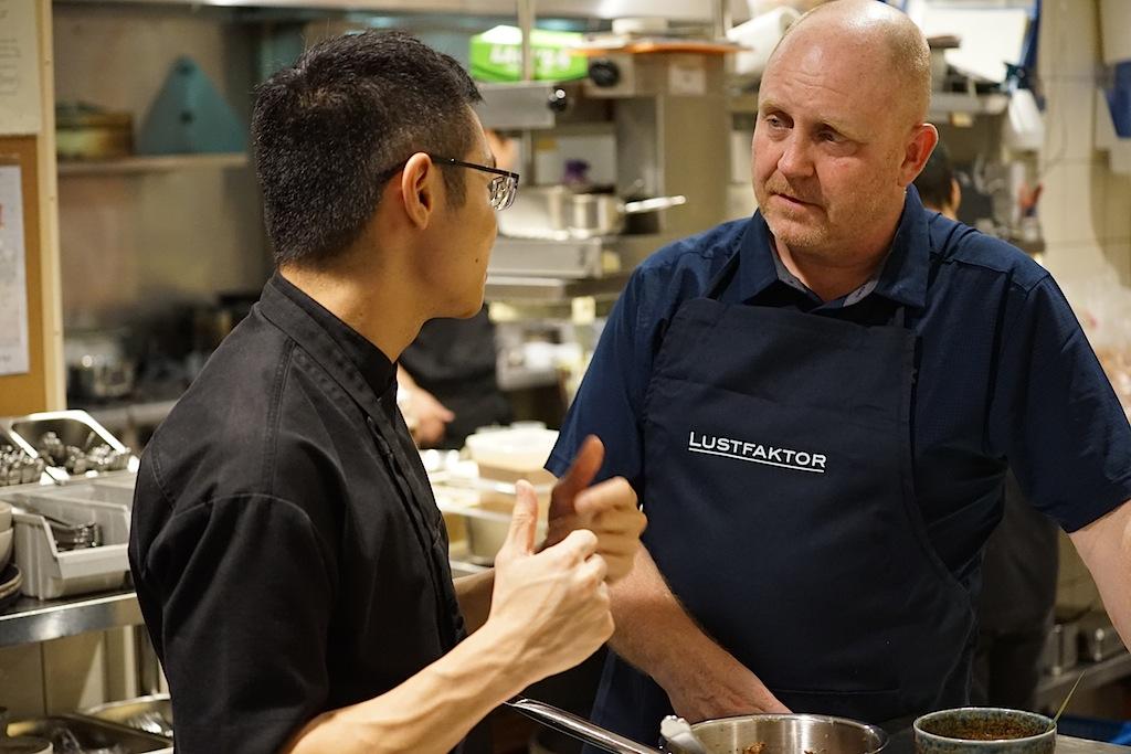 Malcolm möchte mit seinen Gerichten eine tiefe Verbindung zu Freunden aber auch zu Fremden schaffen, das verriet er Andreas Conrad bei einem Gespräch in der Cundlenut Küche