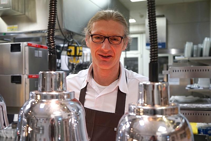 Chef de Cuisine des Gourmet-Restaurants Français, Patrick Bittner, beherrscht jede Disziplin hinter dem Herd