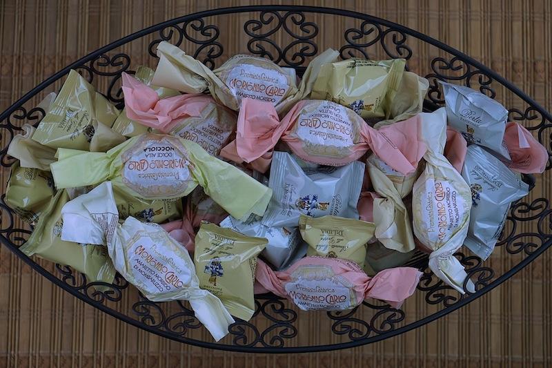 Verschiedene AmareDie Backstube der Pasticceria Berta verlassen vielfäftige Amaretti-Variationen, für jeden Geschmack ist etwas dabeitti aus der Pasticcerie Berta
