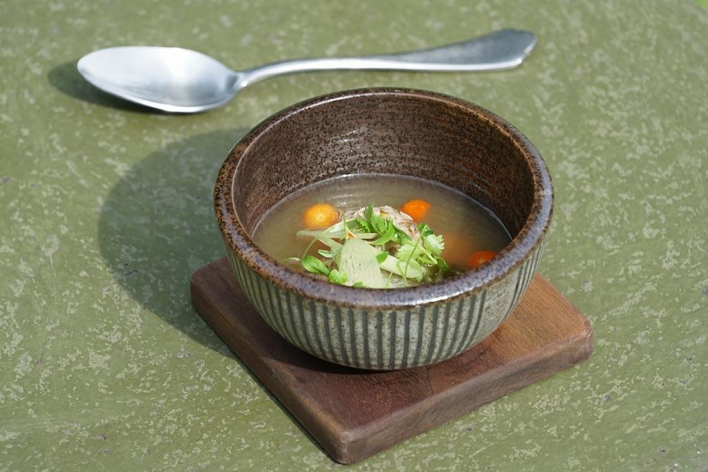 Suppen gehören zu jdem Menü in der Küche von Sternekoch Malcolm Lee