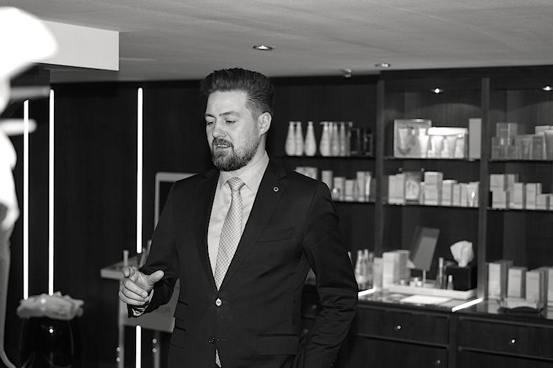 The SPA Direktor Benjamin Jansen plant gemeinsam mit Meisterbarbier Mounir Damlkhi einen einen Gentlemen Club. Zur Fußball-WM im Juni 2018 soll der Gentlemen Club seine Türen öffnen