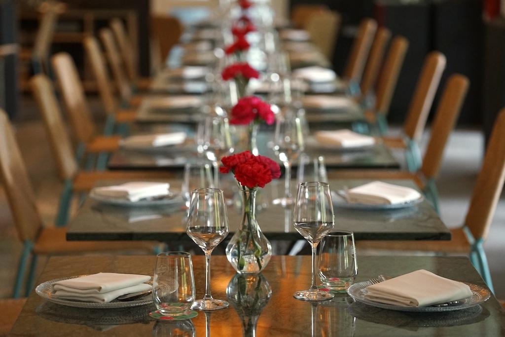 Spartanische Einrichtung im Sterne-Restaurant Cundlenut - hier wird auf gutes Essen wert gelegt