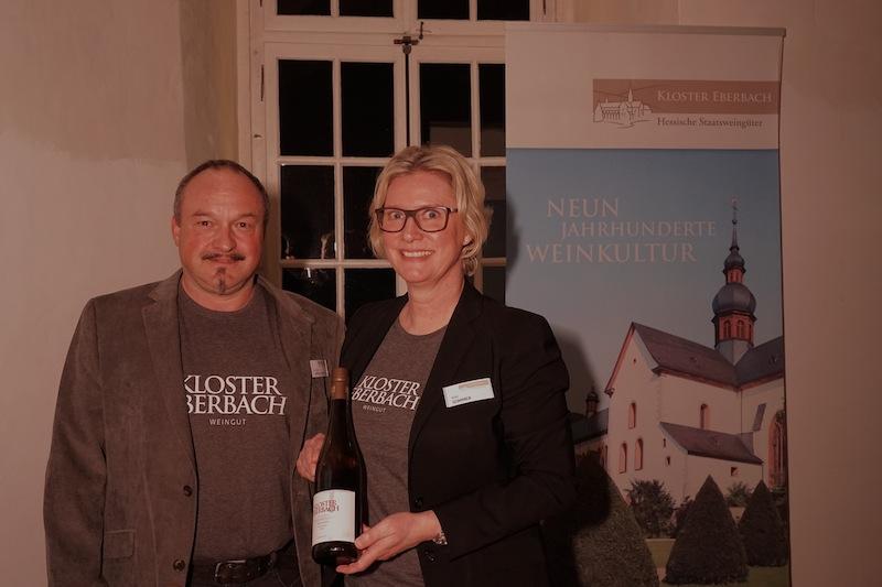 Jürgen Rödesheim sowie Anja Sommer päsentierten unter anderem einen Steinberger Riesling aus dem Jahr 2016