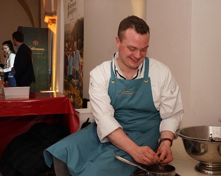 """Die guten ins Töpfchen... Das Team vom """"Jakobs Restaurant"""" in Hamburg um Sternekoch Thomas Martin war mit von der Partie bei der Welcome Party. Wie bei den weiteren 11 Akteuren liefen auch bei den Hamburgern die Vorbereitungen auf Hochtouren, auch wenn es doch noch recht entspannt ausschaut"""