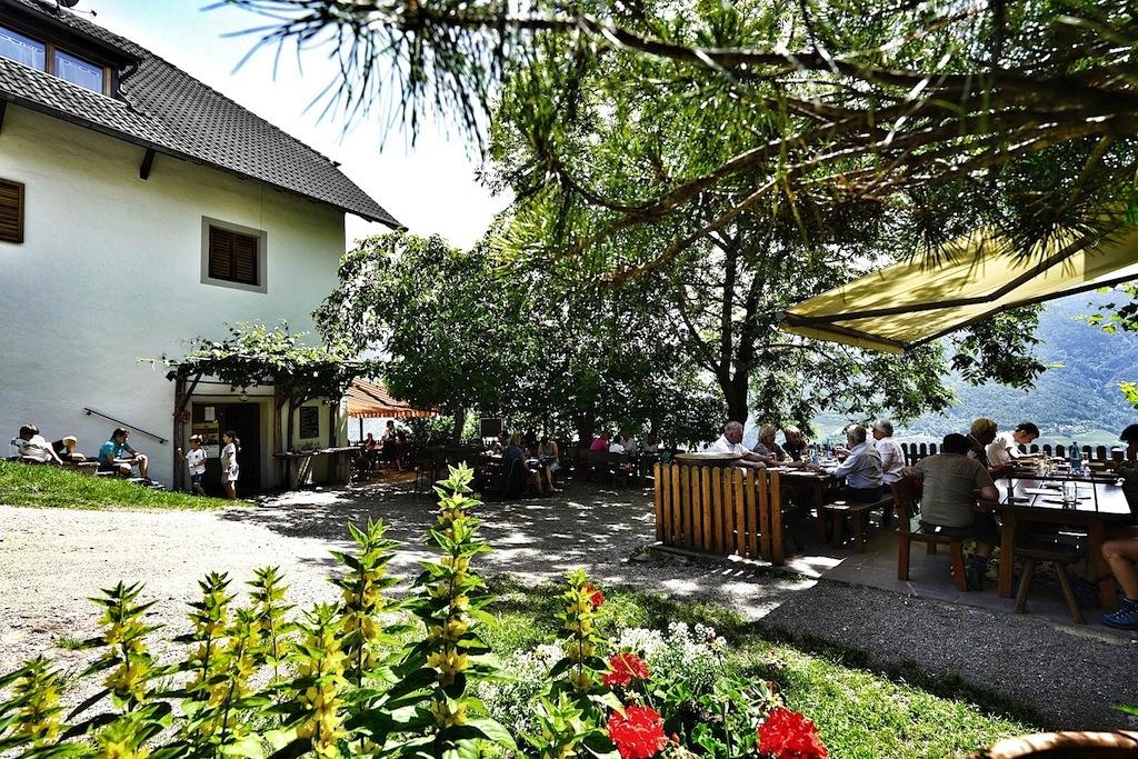 Der Patscheider Hof in Signat ist ein beliebtes Ausflugsziel von Wanderern und Bikern, schmackhafte Südtiroler Küche inklusive