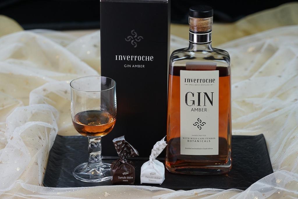 Die für einen Gin außergewöhnliche Farbe entsteht durch Gerbstoffe, welche durch die nach dem Brand zugesetzten Botanicals freigegeben werden. Die Tratufo von VIANI schmecken hervorragend zu dem einzigartigen Gin