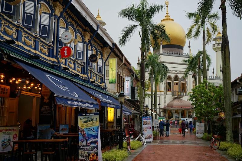 Eine Erkundungstour durch Kampong Glam beginnt mit der berühmten Sultan-Moschee