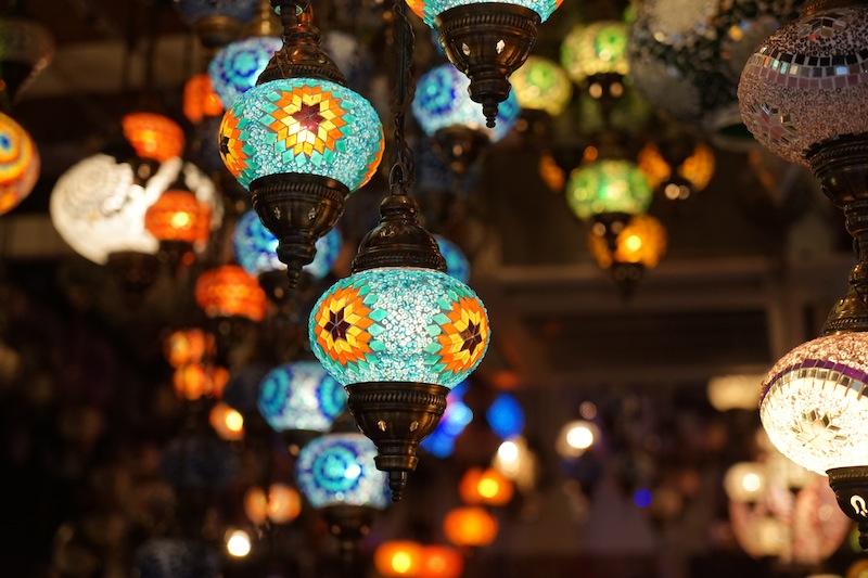 Wenn der Transport per Flugzeug nicht so schwierig wäre, würde so mancher Reisende die handgefertigten Lampen sofort einpacken