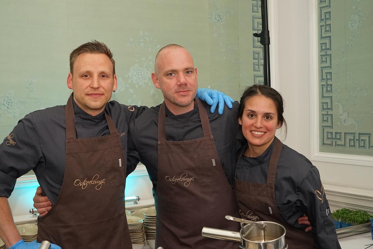 Sternekoch Pierre Nippkow mit seinem Team