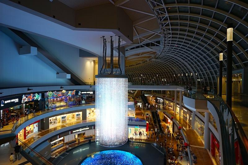 Die großen Einkaufscenter von Singapur. Auch hier ist Englisch die erste Sprache