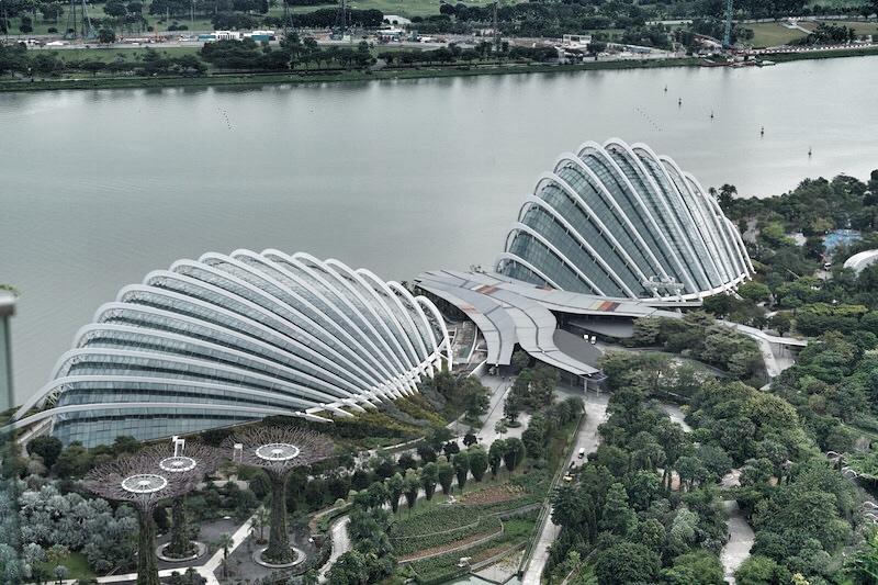 Aus der Luft kann man ersteinmal die Größe der zwei riesigen Gewächshäuser erahnen
