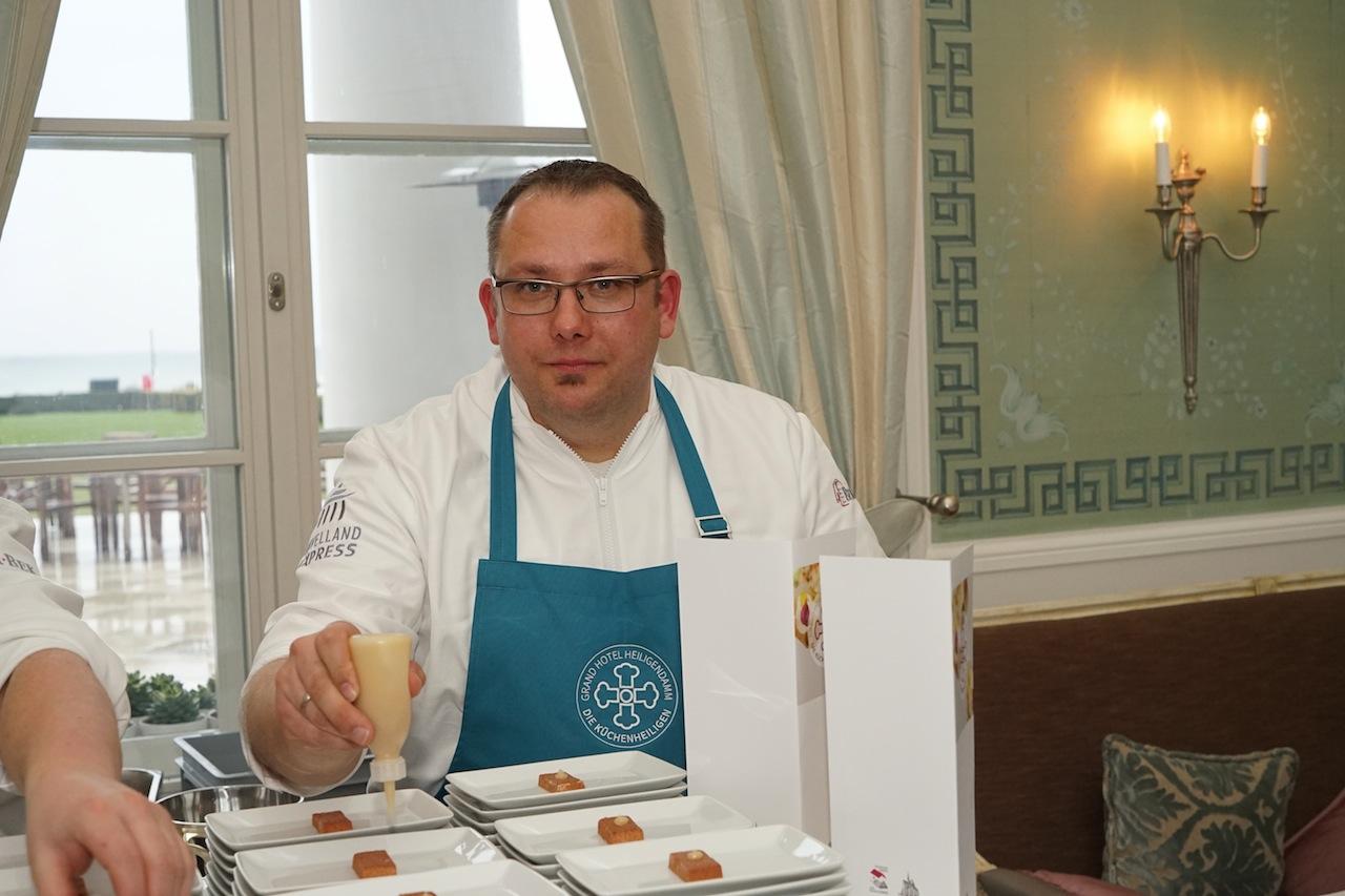 Sternekoch Ronny Siewert und sein Kochkollege ...