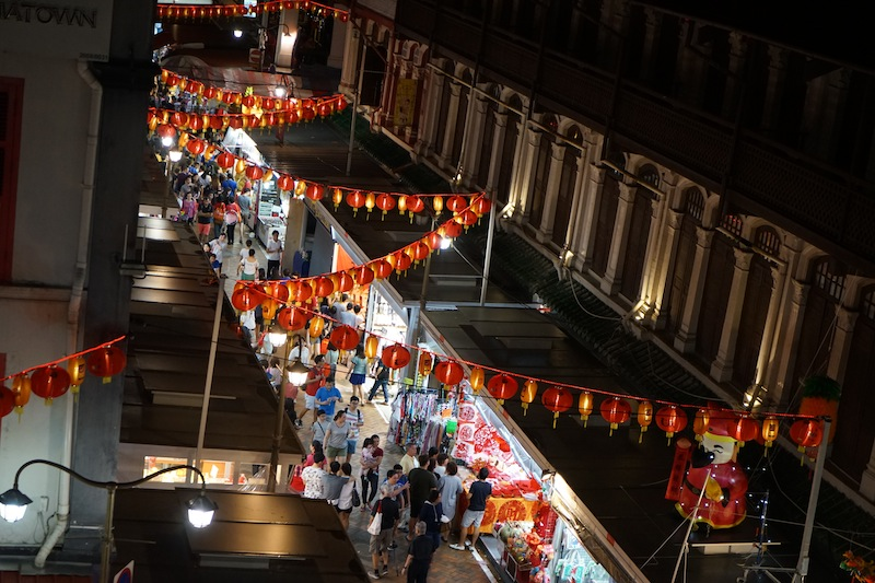 Auch abends ist in Chinatown immer etwas los. Man trifft sich mit Freunden und genießt die laufwarmen Nächte