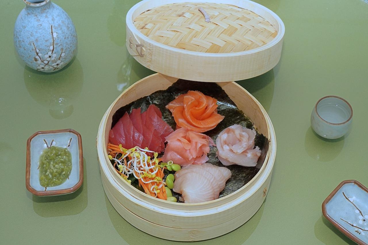 Beliebt: Der Sushi-Korb mit einer Sashimiauswahl, Lachs, Thunfisch, Wolfsbarsch-Hamachi