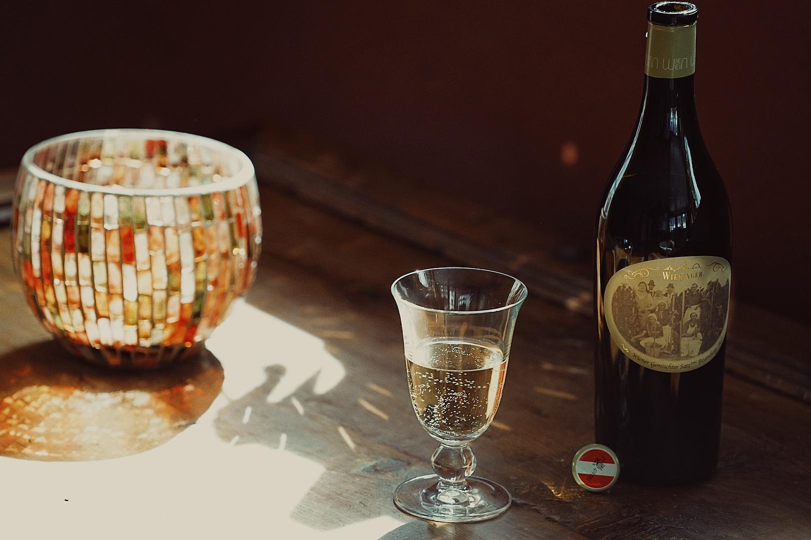 """""""Das Schönste ist, zu erleben wie sich der Wein entwickelt: Vom Traubensaft zu einer tiefsinnigen, verspielten Spezialität."""" Diese Worte Fritz Wieningers verraten viel über sein Herzblut im Weinbau"""