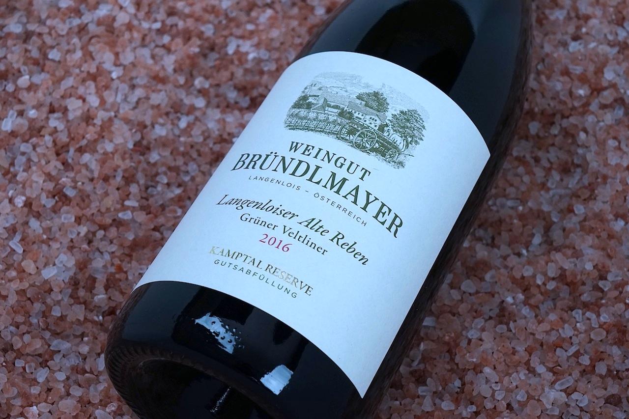 Bründlmayers Grüner Veltliner Alte Reben ist ein großes Stück Winzerkunst und ein hervorragender Speisebegleiter