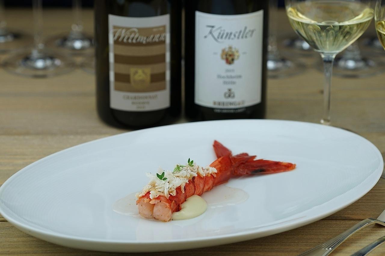 Carabinero, Lardo, Zitronenthymian wurde auf einer fast durchsichtigen Essenz kredenzt