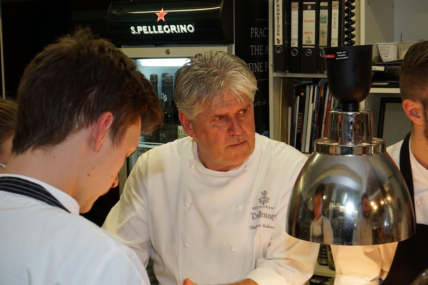 2 Sterne Koch Diethard Urbansky ist seit dem Jahr 2001 das Gesicht des Gourmetrestaurants Dallmayr in München. Seit 10 Jahren ist er mit 2 Michelin Sterne ausgezeichnet