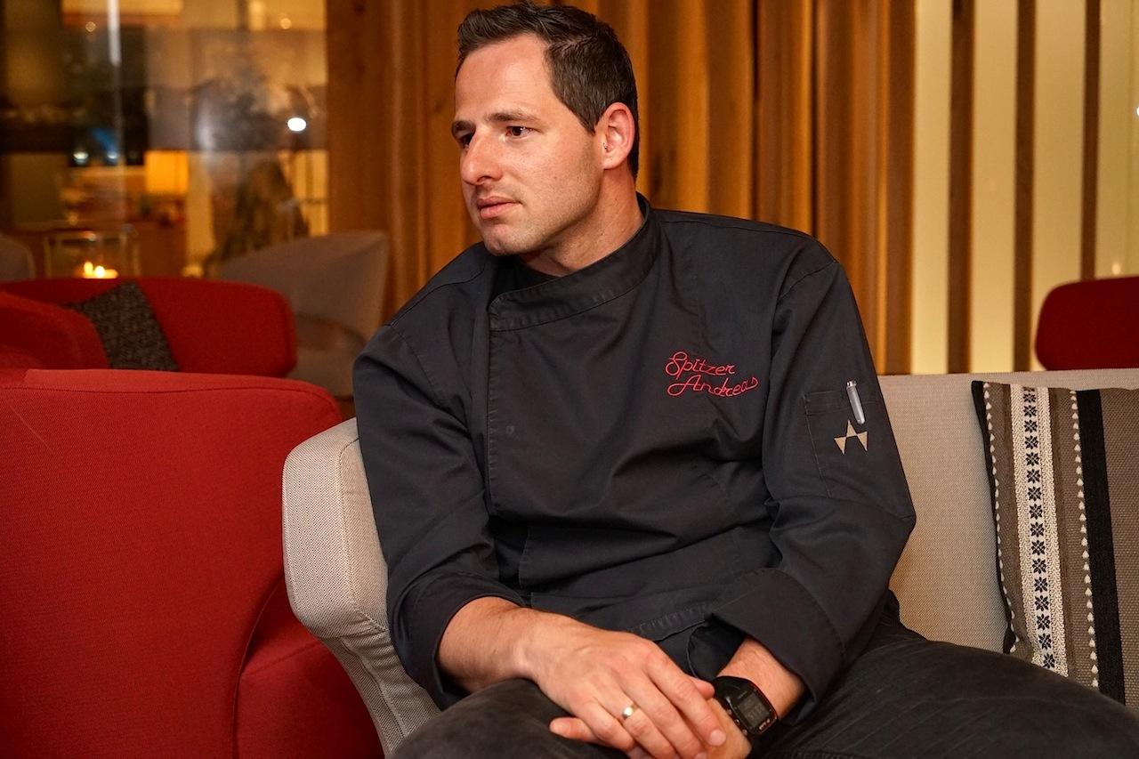 Haubenkochen und Küchenchef Andreas Spitzer ist das kreative Gesicht der wunderbaren Küche im Designhotel Fliana und dessen Hauben-Restaurant Fliana Gourmet