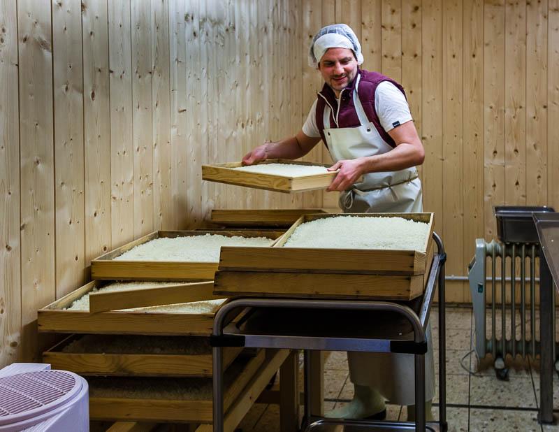 Hier fühlt sich der Koji-Pilz so richtig wohl – in einer Art Sauna lässt Peter Koch ihn auf Reis aus der Po-Ebene gedeihen / © FrontRowSociety.net, Foto: Georg Berg
