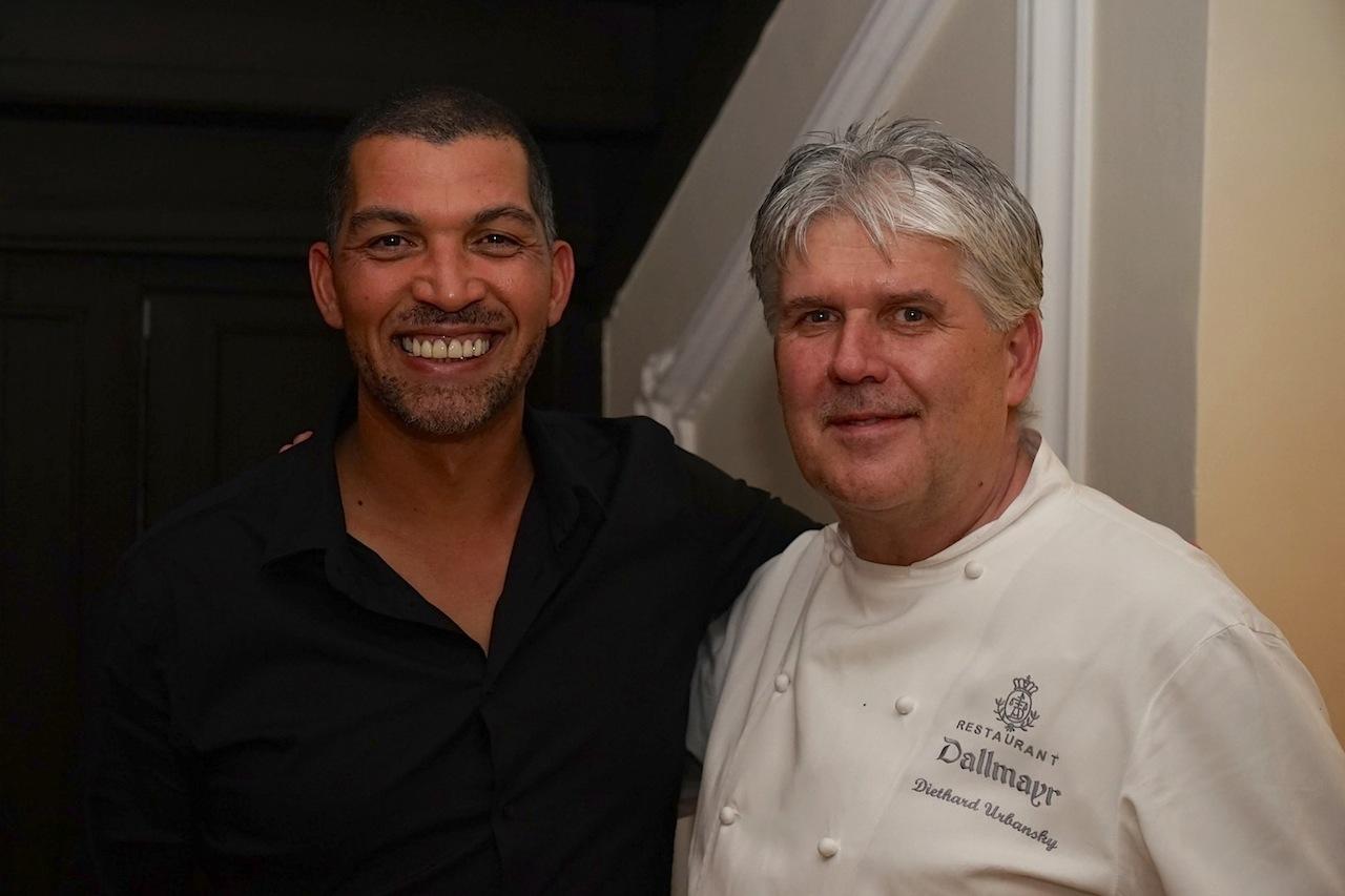 Starkoch Reuben Riffel aus Südafrika hatte es sich nicht nehmen lassen, die Kreationen von 2 Sterne Koch Diethard Urbansky zu gustieren. Beide Ausnahmeköche verstanden sich auf Anhieb