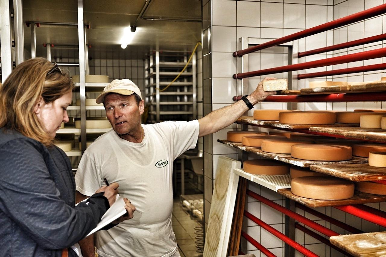Käse ist nicht gleich Käse. Die Sortenvielfalt scheint unerschöpflich. Pflege, Reifung und Lagerung spielen im Entstehungsprozess von erstklassigem Käse eine tragende Rolle