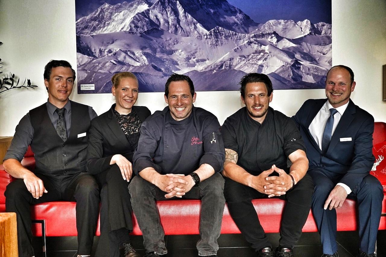 Das Team des Fliana von links nach rechts: Barchef Christoph Wazlena, Restaurantleiterin Andrea Großschädl, Chef de Cuisine Andreas Spitzer, Sous Chef Patrick Spitzer, F&B Manager Stefan Reichstam