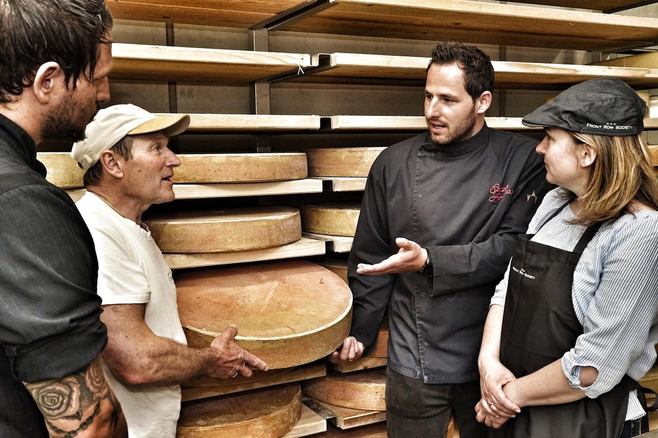 Hier diskutieren zwei Experten über das beste aus Milch: Hermann Huber (2.v. li.) und Andreas Spitzer (2.v.re.)