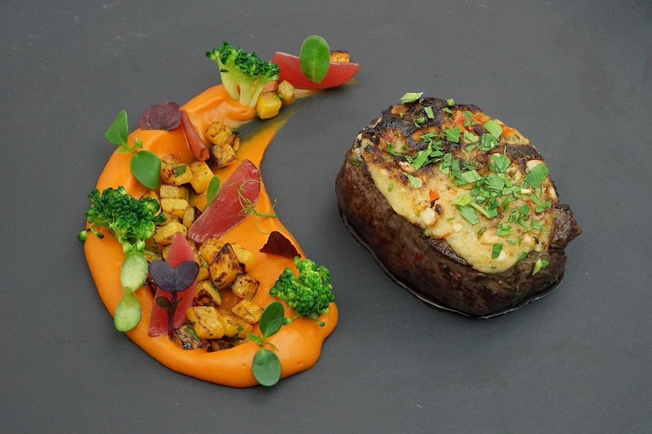 Eine fabelhafte Kombination von 2 haubenkoch Andreas Spitzer: Hirsch, Pinienkerne, Kürbis, Radieschen und Brokkoli