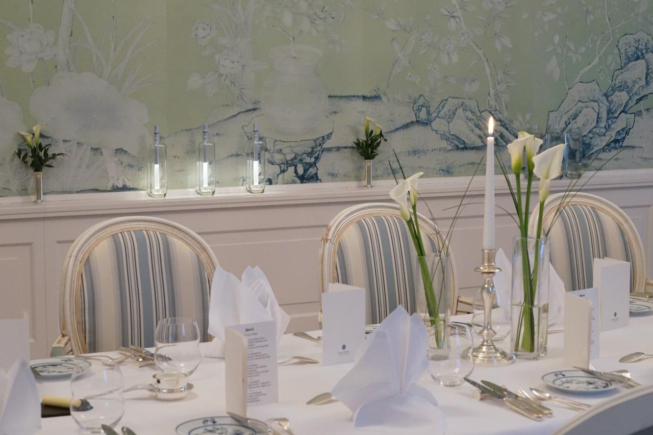 Fein gedeckte Tische im Sterne Restaurant Friedrich Franz