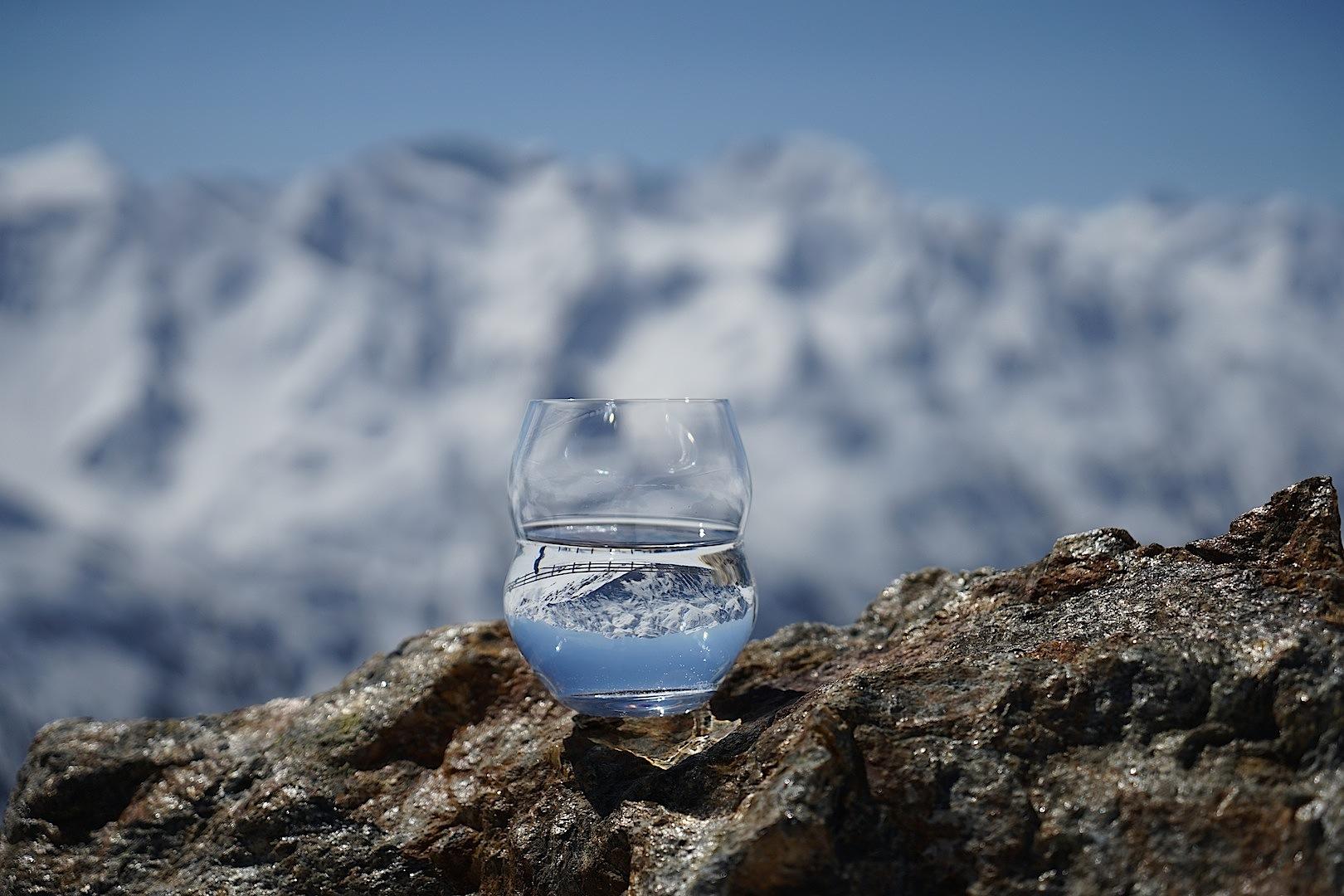Das formschöne Wasserglas designt by Riedel verleiht Minus 181 eine Extraportion Exklusivität