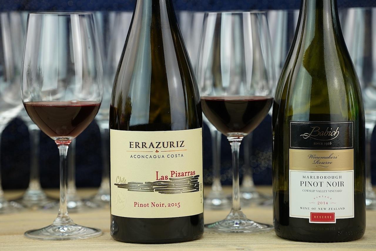 """Rot geht auch zu Fisch: Aus Santiago de Chile wurde der 2015 Las Pizarras Pinot Noir von Errazuriz sowie der 2014 Pinot Noir """"Winemaker's Reserve"""" aus Neuseeland ausgeschenk"""