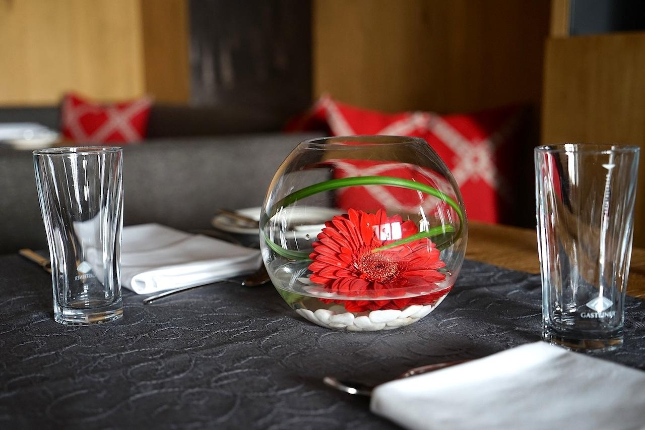 Die Dekoration im gesamten Haus obliegt der Hausherrin Hildegard, auch im Hauben-Restaurant Fliana Gourmet