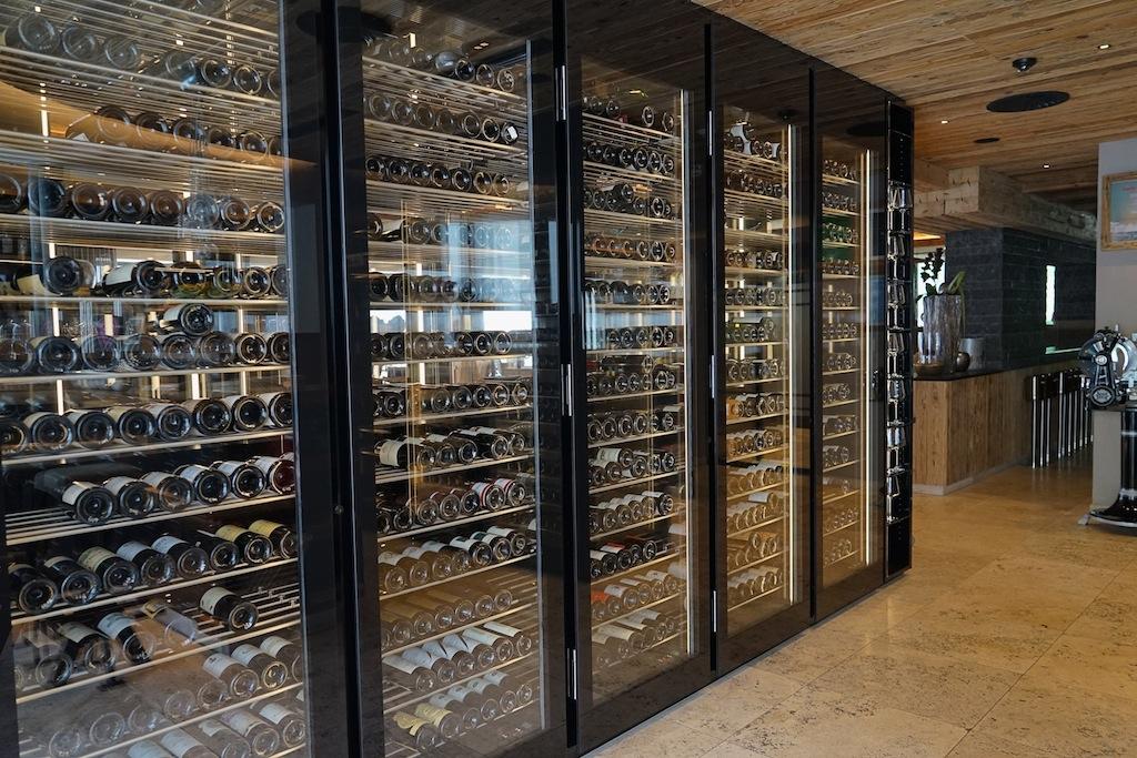 Wem dieser Weinvorrat nicht genug überschaubar ist, dem empfielt sich eine kompetente Beratung