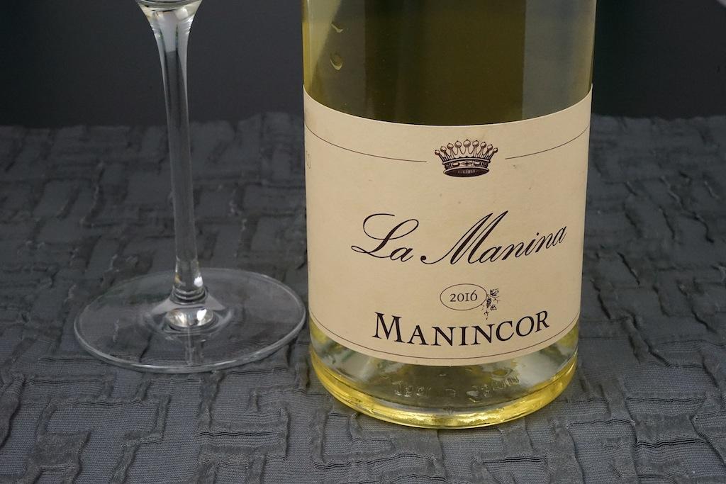 Der Südtiroler La Manina des Weinguts Manincor aus Kaltern ist sozusagen der Hauswein der Zero Group