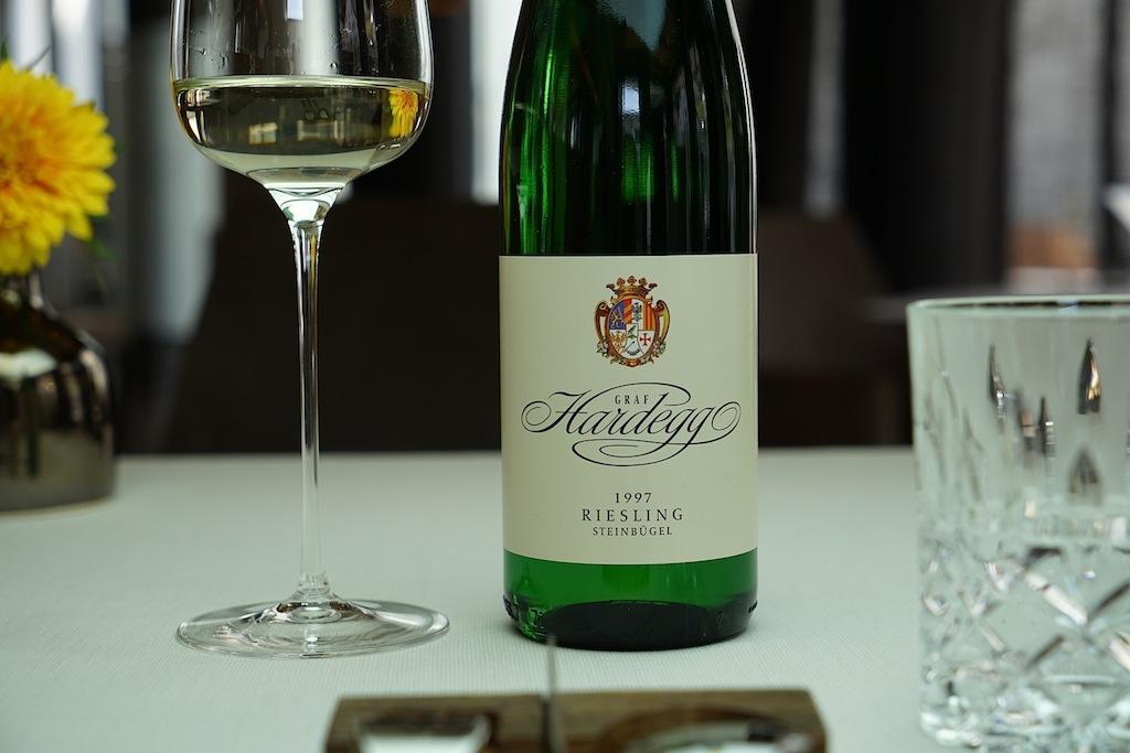 Bereits in die Jahre gekommen: Der Riesling Steinbügel des Schlossweinguts Graf Hardegg war aus dem Jahr 1997. Nur große Rieslinge aus großen Jahrgängen haben das Potential, so gereift genossen zu werden