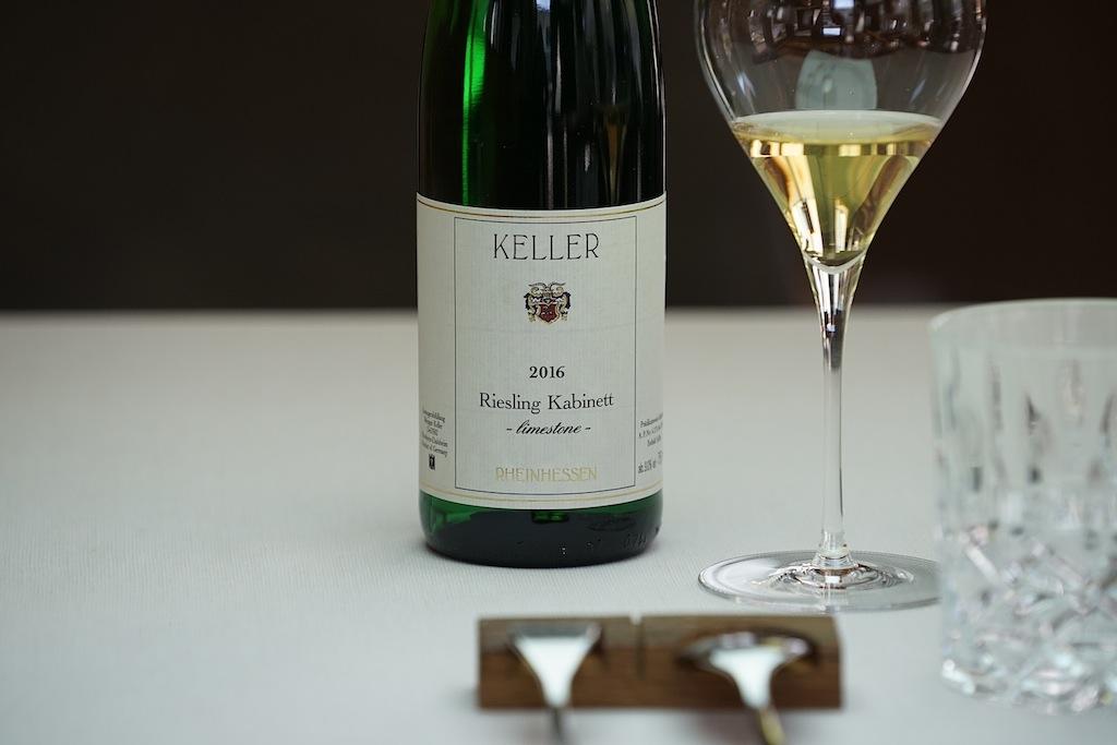 Das Weingut Keller aus Flörsheim-Dalheim ist im VDP - Die Prädikatsweingüter -organisiert. Der Adler am Flaschenhals bürgt für Qualität