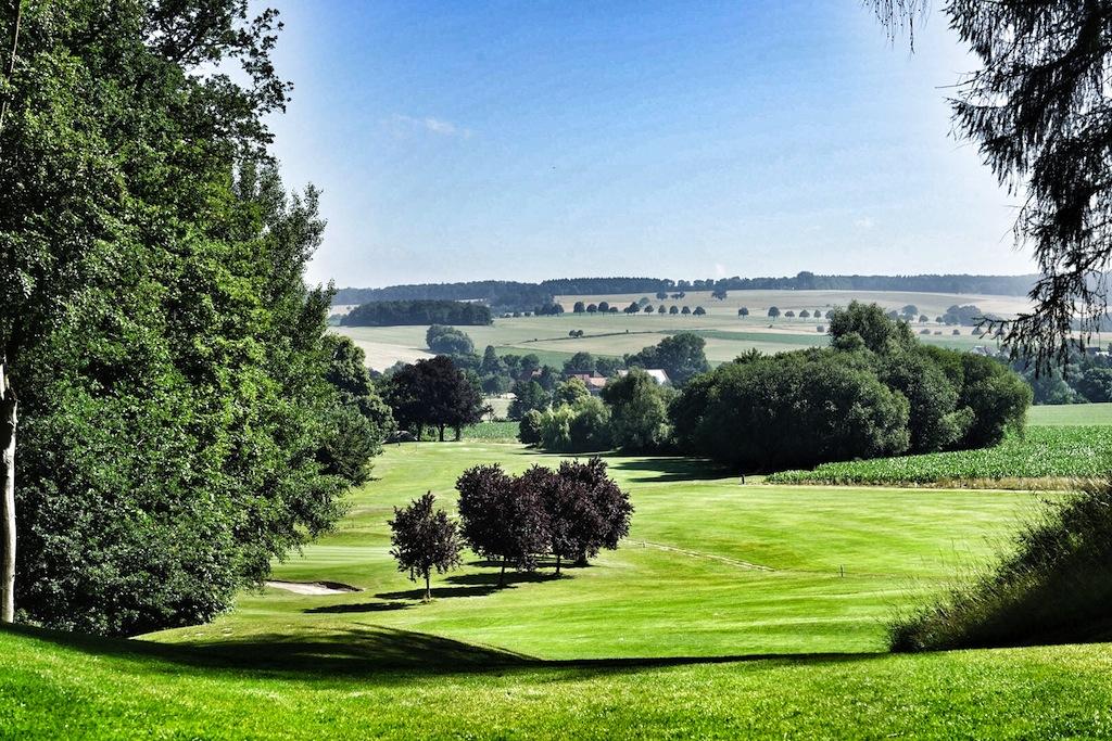 """Der große Bruder """"Golfplatz Baron von Münchhausen"""" geizt nicht Enge"""