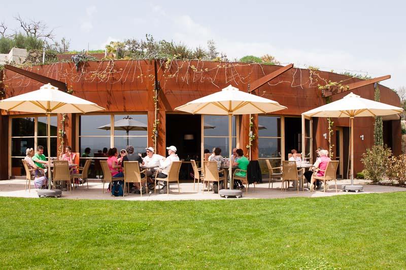 Entspannt genießen auf der Panorama-Terrasse der Tenuta Sanoner / © FrontRowSociety.net, Foto: Georg Berg