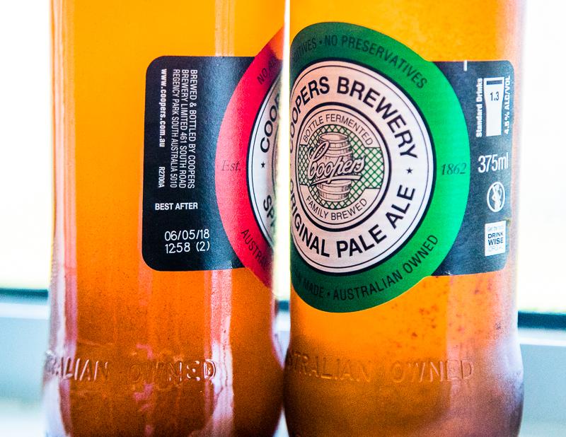 Mindesthaltbarkeitsdatum einmal anders herum. Best after gibt das Datum der Abfüllung an, vor dem das Bier besser nicht getrunken werden soll / © FrontRowSociety.net, Foto: Georg Berg