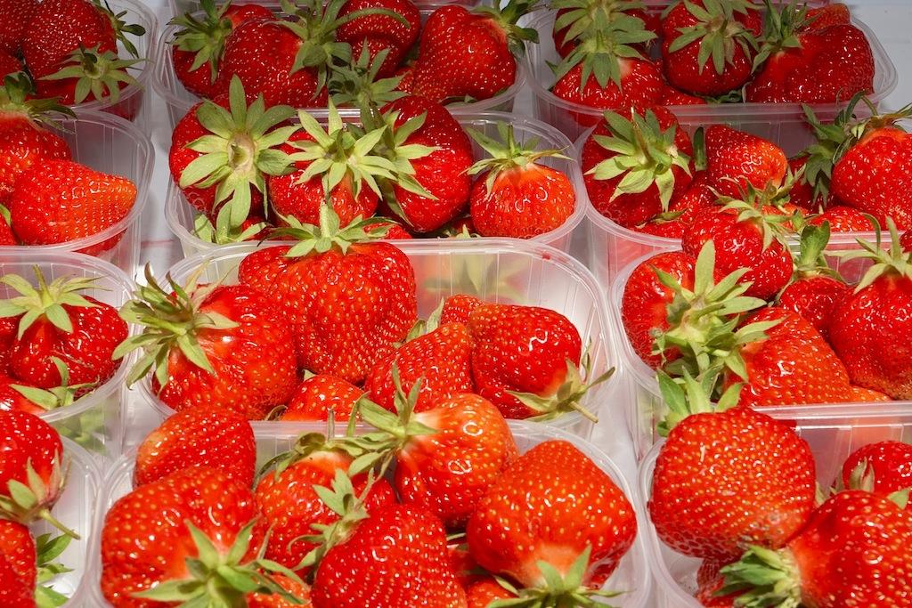 Frische Erdbeeren von Mair's Beerenhof auf dem weg zum 5 Sterne Interalpen Hotel Tyrol