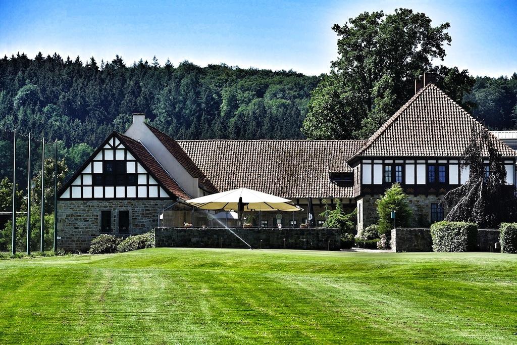 Nach dem Golfspiel hält man sich gerne im Clubhaus auf, welches idylisch gelegen ist