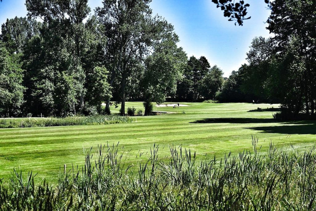 """In gewachsener Natur - mit alten Baumbestand - liegt der Golfplatz """"Lucia von Reden"""", der der kürzestevorgabewirksame Platz in Deutschland ist"""