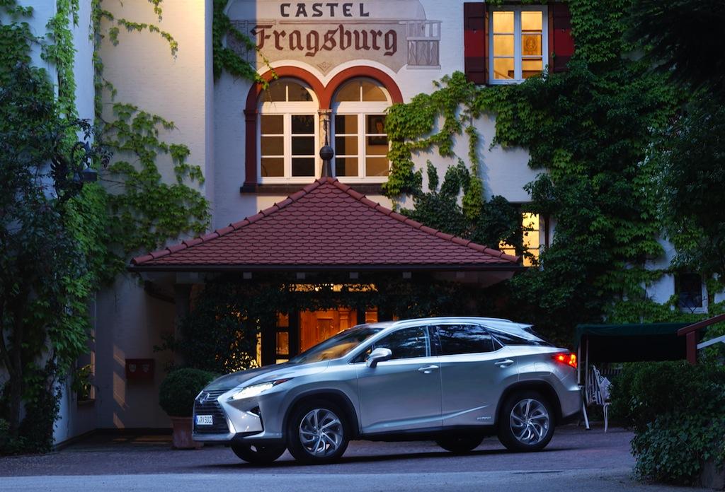 Angekommen im Luxushotel Castel Fragsburg. Neueste Hybridtechnik vor historischer Kulisse