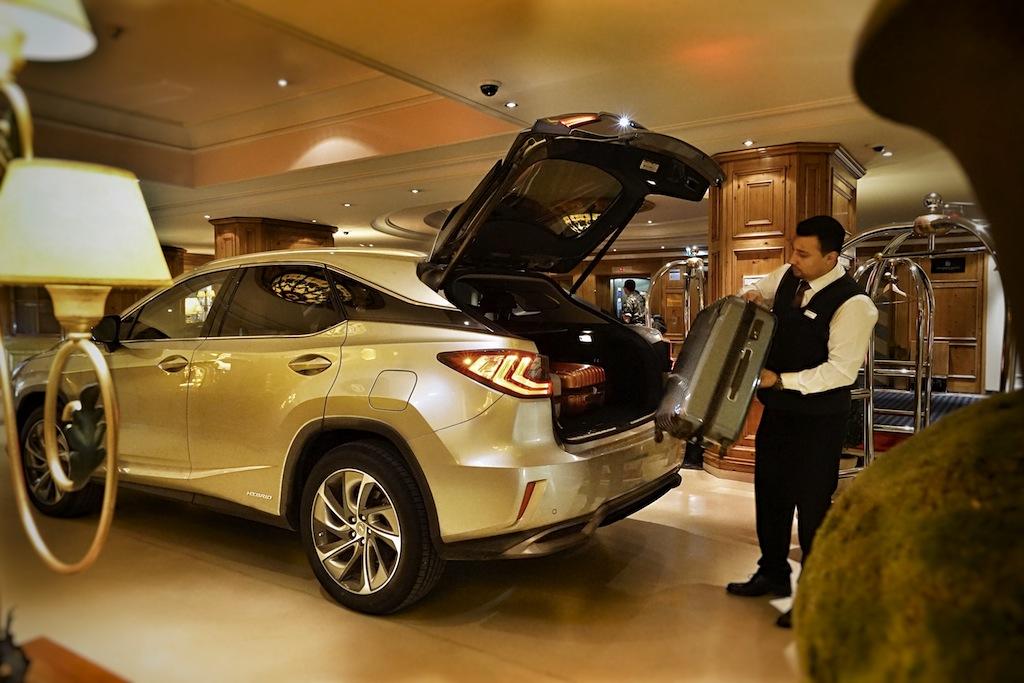 Mit dem Lexus RX 450h - staufrei - im Interalpen Hotel Tyrol angekommen