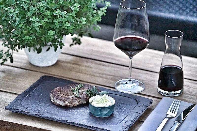 Familie Igler empfiehlt auf ihrer Homepage ein passendes Gericht zum Lieblingswein Vulcano - Hüftsteak auf mediterranem Risotto. Guten Appetit