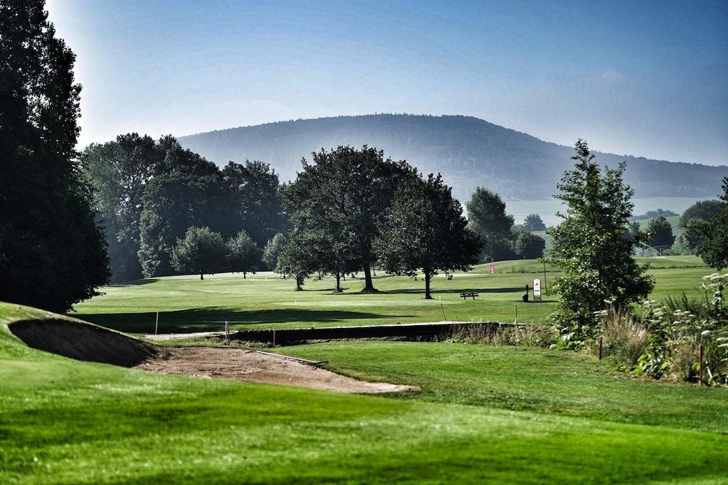 """Abwechlslung pur; der weitläufige Golfplatz """"Baron von Münchhausen"""" zählt sicherlich zu einer der schönsten Plätze in der gesamten Region"""
