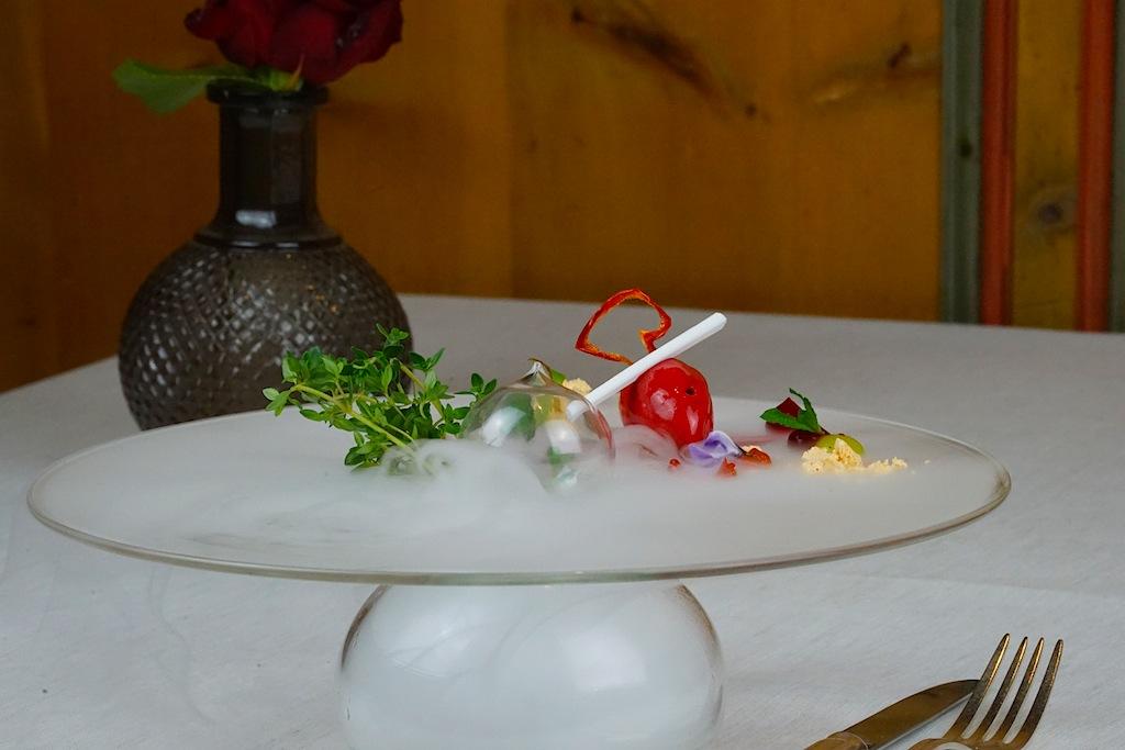 Die besten Restaurants in Ischgl - Paznauner Stube: Erfrischung von Paprika und Himbeeren - fast schwebend auf einer Wolke